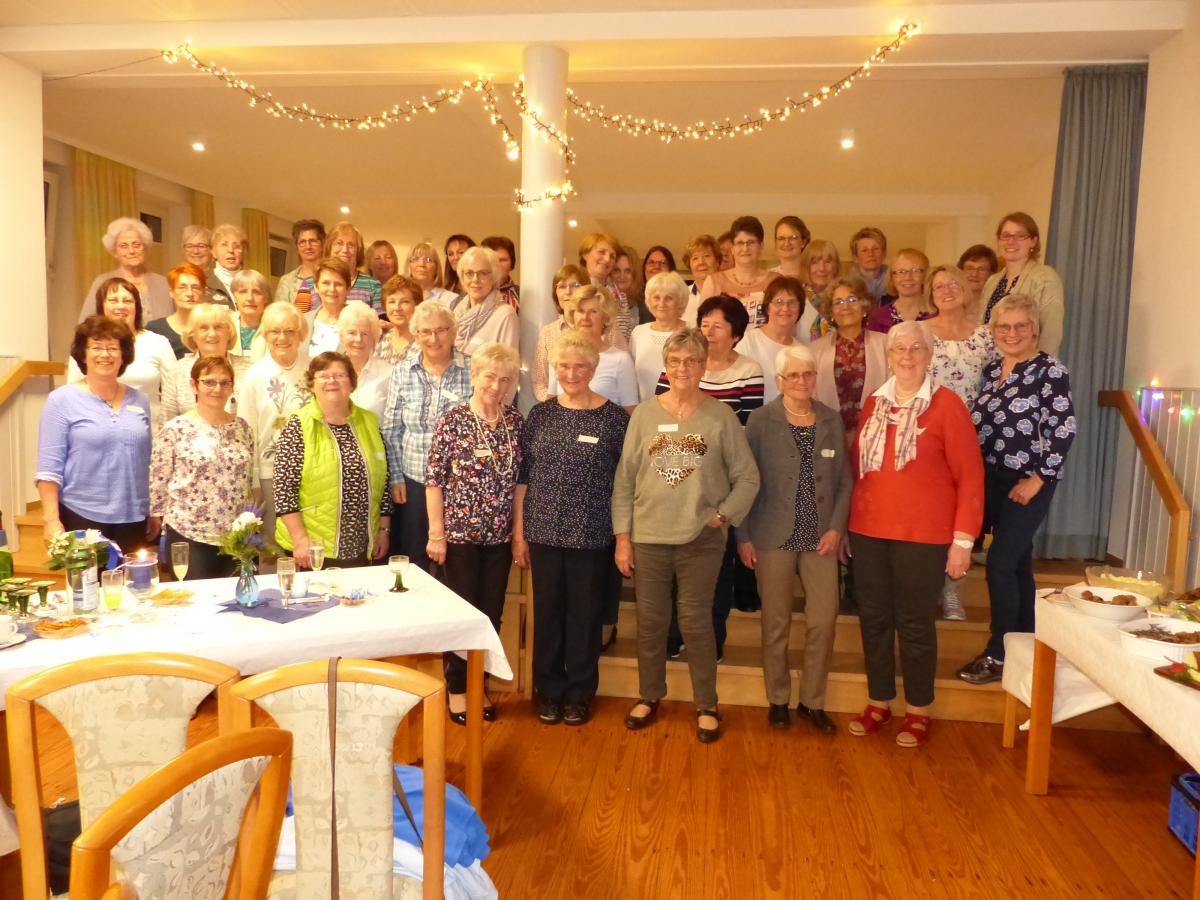 49 Frauen bei der Jubiläumsfeier